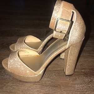 Shoes - ✨✨✨Gold Glitter Heels✨✨✨